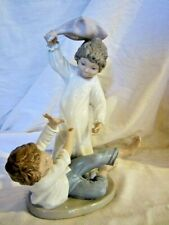 Lladro Nao Adorable ~ Pillow Fight ~ Figurine Retired #281 Mint No Box #25
