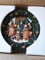 Vtg. Beautiful  Lillian Vernon Choir Design Wreath. Victorian Christmas Carolers