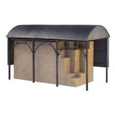 GRAHAM FARISH SCENECRAFT 42-0056 1:148 N SCALE Dutch Barn (Pre-Built)