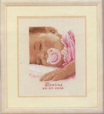 Stickpackung Stickbild Bild 16x19 cm träumendes Mädchen Baby Geburt sticken