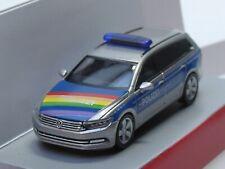 Herpa VW Passat Variant Police Lübeck CSD Rainbow Special Model 940351, 1:87
