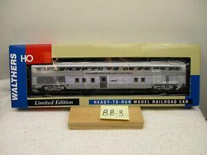 BB-3 Walthers 932-9761 1956 Santa Fe 85' Budd Hi-Level 68 seat step down coach