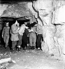 ST MARTIN LE NOEUD c. 1949 - Spéléologues Caverne Oise - Négatif 6 x 6 - ND 60