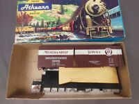 HO SCALE ATHEARN PENNSYLVANIA PRR MERCHANDISE SERVICE 92482 40' BOX CAR KIT