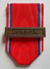 FRANCE: Ruban NEUF plié pour la médaille de Verdun avec agrafe, 1914-1918.
