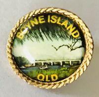 Boyne Island Queensland Souvenir Pin Badge Vintage (F10)