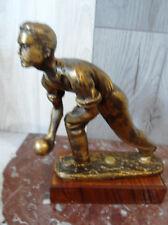 petite statuette représentant joueur de boule H 20 cm (582)
