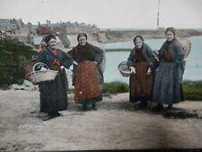 original vintage postcard   FISHER WOMEN CULLERCOATS