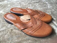 CLARKS ARTISAN Light Brown Leather Embroidered Artisan Mules Sandals Size 7.5