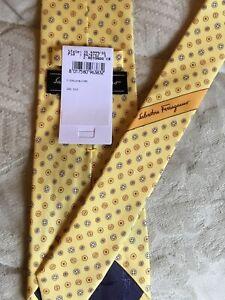 NWT Salvatore Ferragamo Button Design  100% Silk Tie Made In Italy