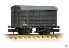 377-428 Graham Farish N Gauge 12T Southern 2+2 Planked Ventilated Van GWR Grey