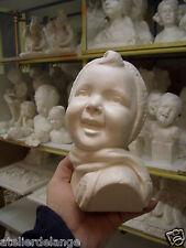 Trés mignon buste d'enfant au bonnet ht 20cms 2070