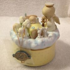 1989 Precious Moments JESUS LOVES ME  Action Musical Nativity Angel 560820 w/TAG