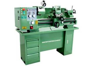 BENCH LATHE WITH DISTANCE BETWEEN THE CENTERS OF 800 mm AND SINGLE-PHASE MOTOR