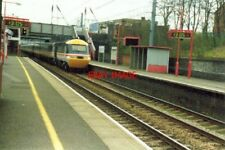 PHOTO  1994 AN HST (HIGH-SPEED TRAIN) ROARS THROUGH WEST HAMPSTEAD ON THE MIDLAN