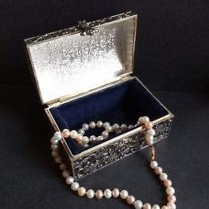 String of  White & Pink Pearls with 9ct Gold Clasp in Silver-Plated Casket