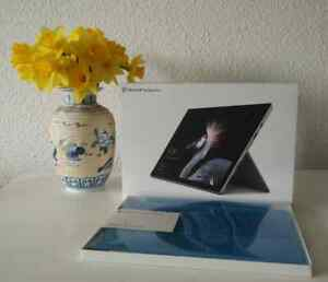 Microsoft Surface Pro 5 (2017) - 128GB Intel i5 4G RAM, Win10 Pro
