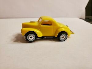 YELLOW WILLYS COUPE, HO Slot Car NEW AUTO WORLD CHASSIS, GANGSTER WHITE WALLLS