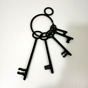 VINTAGE STYLE, 5 RUSTIC CAST IRON JAIL HOUSE KEYS ON RING, DUNGEON, SKELETON
