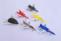 L030 - Set 6 aereoplani in plastica da gioco