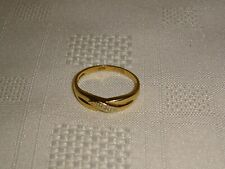 Attractive Vintage 9ct 375 Yellow Gold Diamond Ring - Size R - 2.27g