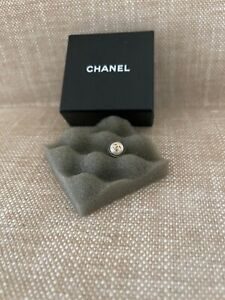 CHNEL  Pearl earrings  only one