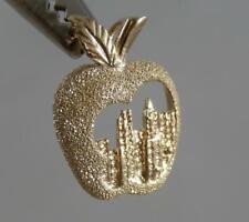 Estate 14 Karat Gold New York Big Apple Laser Cut Souvenir Pendant 14K J1455