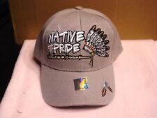 INDIAN HEADDRESS PEACE PIPE FEATHER NATIVE PRIDE BASEBALL CAP ( LIGHT GREY )