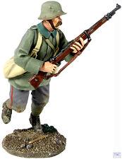 B23056 W.Britain 1916-18 German Infantry Running Grenade Bags 1 World War I