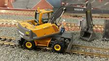 VOLVO EW180B CON RUOTE ferrovia riparazione escavatore digger 1:87 / / OO / 00 Motorart modello