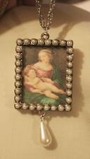 Lovely Simulate Pearl Rim Renaissance Painting Madonna Child Picture Necklace