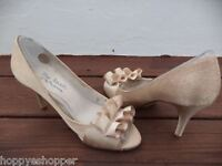 Touch of Nina Fencel Gold Peep Toe Pumps Heels Womens 6.5M Excellent Minimal Use