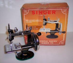 NIB NEW ANTIQUE VINTAGE SINGER 20 K-20 TOY SMALL CHILD SEWING MACHINE 1989 RARE