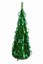 Dekorierte Weihnachtsbäume in Grün