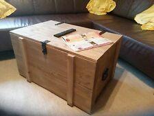 schöne  XL Holztruhe Holzkiste rustikal Eisengriffe Couchtisch Farbe Eiche hell
