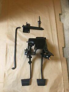 Chevrolet Truck SQUARE BODY Clutch Pedal Assembly Z-BAR /Bracket / New Bushings