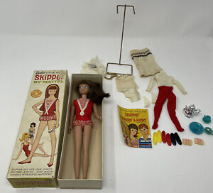 Vintage Barbie Skipper-Brunette- Red-Doll WITH BOX- Swimsuit- Designs Book- 0950
