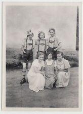 (F629) Orig. Foto 3 Damen posieren mit 3 Bayerinnen