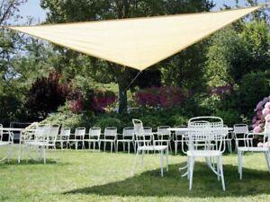 Telo ombreggiante triangolare beige con anelli rinforzati vela di copertura