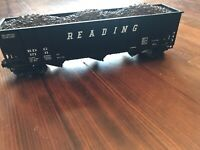 Lionel O Scale 6-17111 Reading Three-Bay Hopper with Coal Load