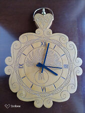 Orologio in legno massello con incisione fiamma dei Carabinieri