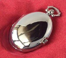 montre style ancienne ovale métal couleur argent rodié quartz aiguille trotteuse