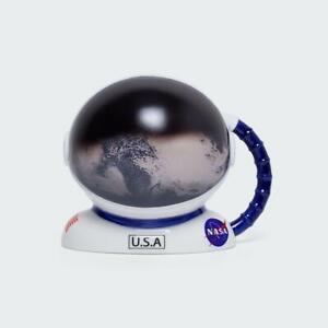 NASA Astronaut Mug Colour Changing Novelty Heat Mug Helmet With Globe Reflection