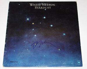 COUNTRY MUSIC LEGEND WILLIE NELSON SIGNED AUTHENTIC VINYL RECORD ALBUM LP w/COA