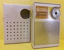 VINTAGE G.E. 8 TRANSISTOR A.M RADIO CREAM/SILVER WITH YELLOW FACE W/CREAM CASE