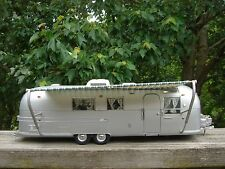 Vintage Camper Airstream Land Yacht Trailer 1968 Franklin Mint Precision Model