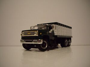 DCP FIRST GEAR 1/64 GREEN&WHITE CAB WHITE BOX CHEVY C65 TANDEM AXLE GRAIN TRUCK