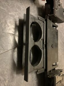 LAND ROVER DISCOVERY 2 CUP HOLDER AND ASH TRAY ASSEMBLY