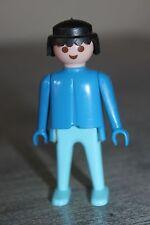 PLAYMOBIL - personnage - Homme brun pantalon bleu clair haut bleu plus foncé