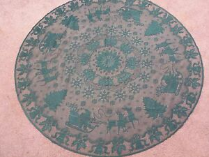 """Lace Table Topper Green Christmas design  45"""" round"""